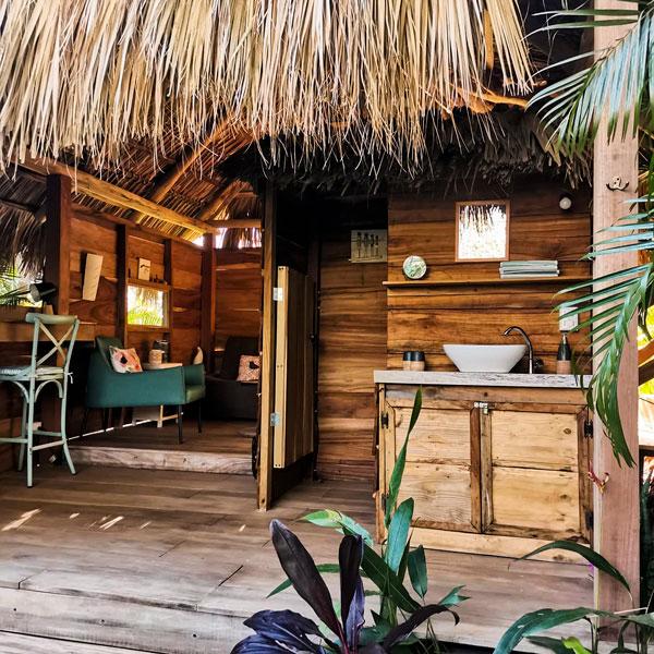 glamping-costa-rica-flor-y-bambu-playa-grande-casita-de-madera